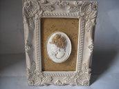 Quadretto  vintage con viso di donna su cammeo, in polvere ceramica