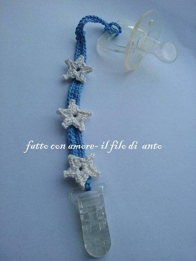 Catenella portaciuccio con stelle realizzato a uncinetto