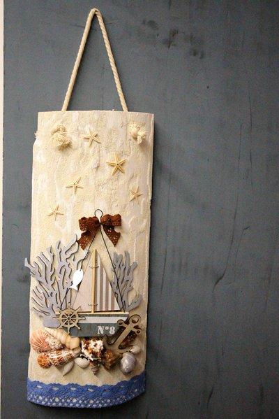 Decorazione bianca su legno da appendere
