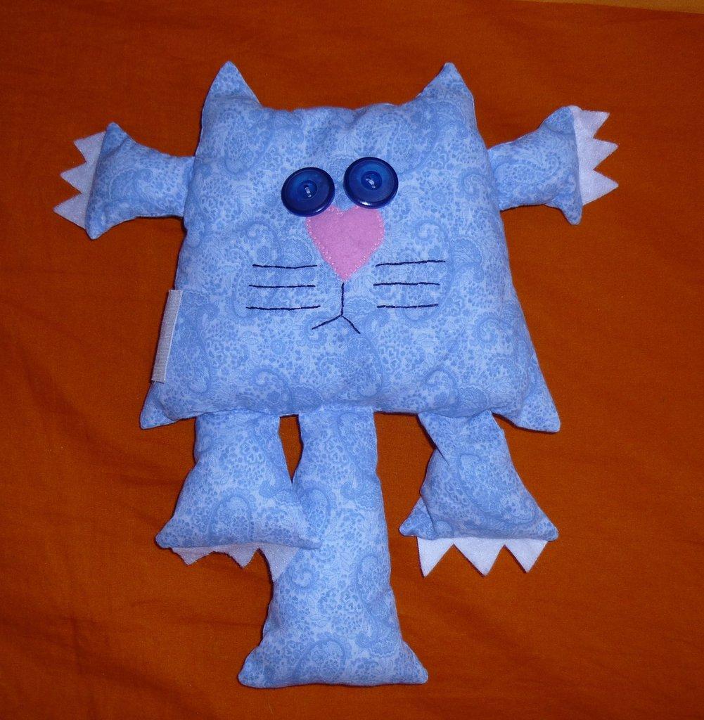 Pupazzo a forma di gatto azzurro