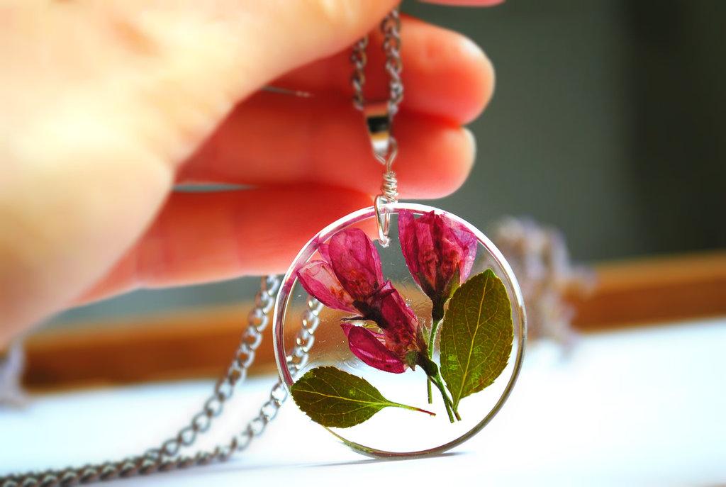spedizione gratuita in Italia achillea e limonium Collana in resina a forma di diamante con fiori di campo