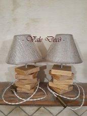 Coppia di lampade da tavolo in legno realizzate a mano