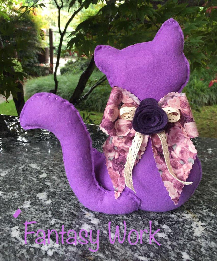 Gatto fermaporta di feltro lilla