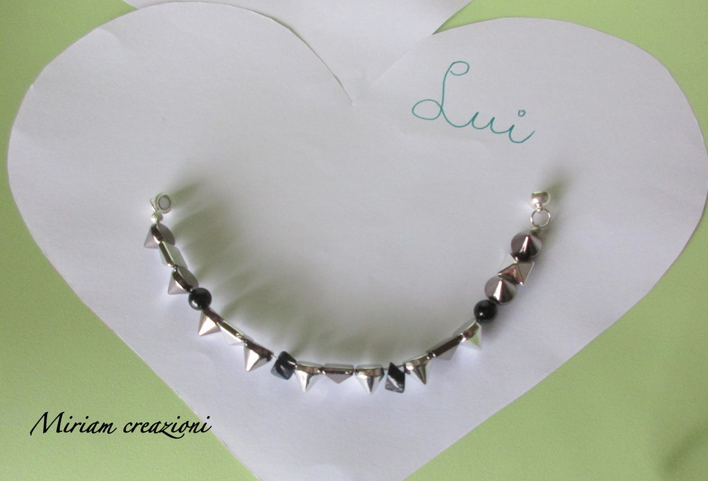 Bracciale con borchie e perle nere per LUI