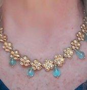 Collana topazi azzurri  e fiori oro