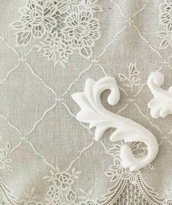 Fregio #3 - Coppia di riccioli decorativi in resina per mobili