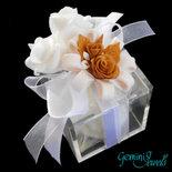 Bomboniera Matrimonio, scatola in plexiglass con decorazione in fimo fatto a mano e confetti