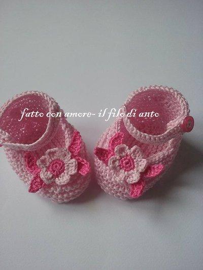 Scarpine rosa per  neonata con fiore e foglie fucsia