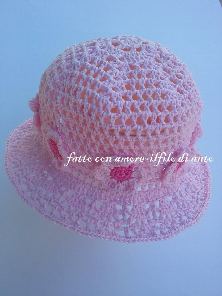 Cappello rosa in cotone con fiori rosa e fucsia