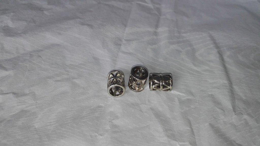 Cilindretti in resina metallizzata.