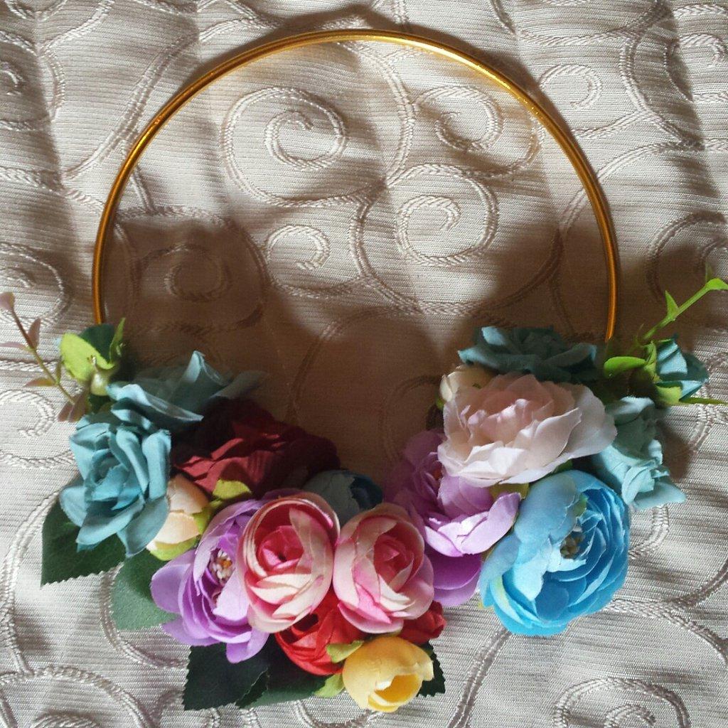 Collana girocollo con fiori di stoffa