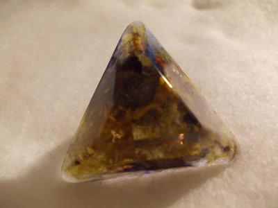 Anello in resina triangolare