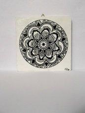 Mandala. Quadretto in legno da appendere raffigurante un mandala