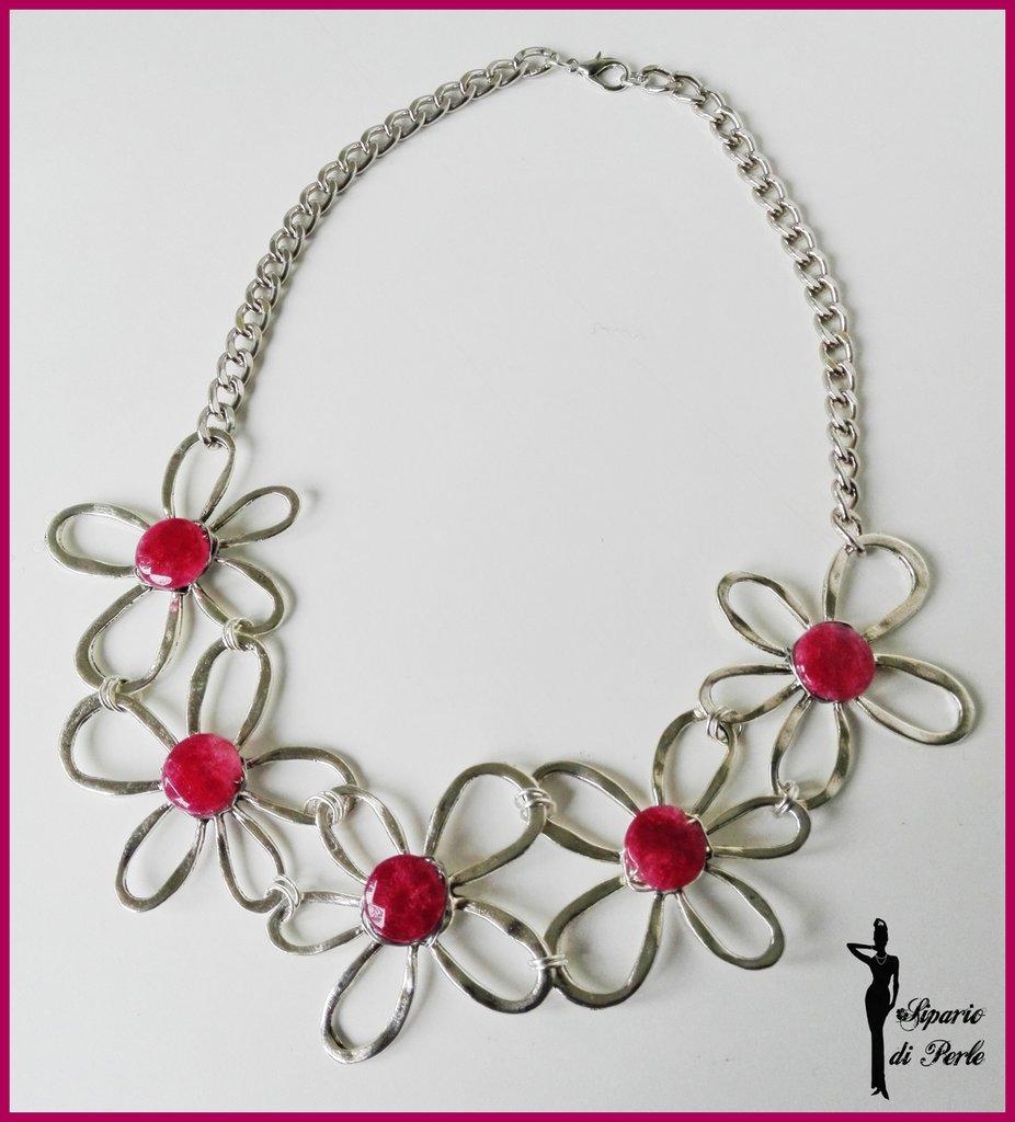 Collana girocollo con fiori in metallo e giada tormalina
