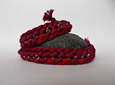Collana girocollo rossa con catena argentata e filo di cotone intrecciato