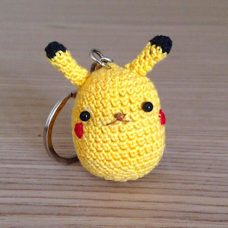 Pikachu amigurumi portachiavi, fatto a mano all'uncinetto