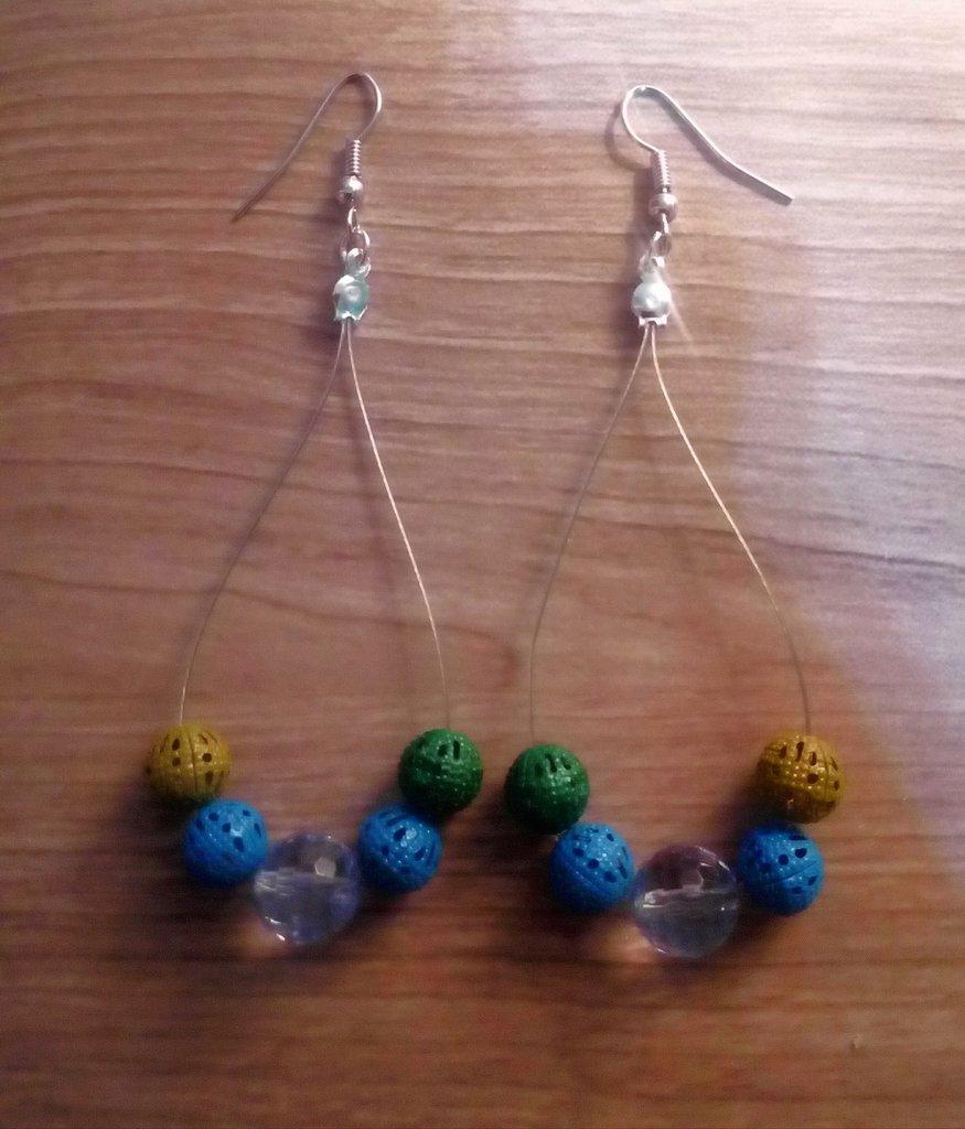 orecchini a goccia leggeri e colorati con mix di perle