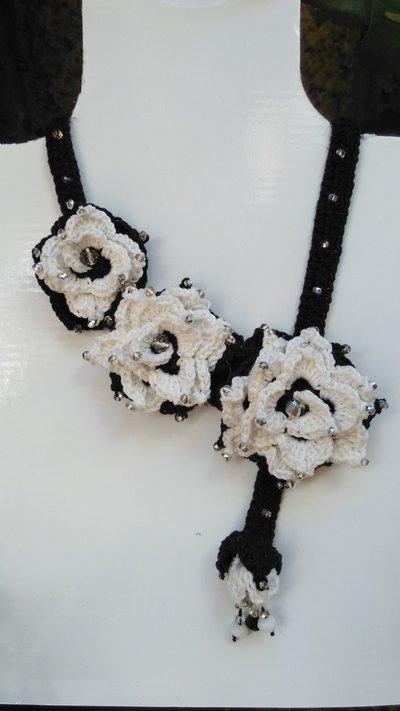 """Collana con fiori ad uncinetto """"Alexia"""""""