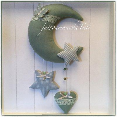 Fiocco nascita luna cotone verde salvia con farfalla,stelle e cuore sui toni del verde e azzurro