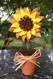 Vaso di terracotta con girasole