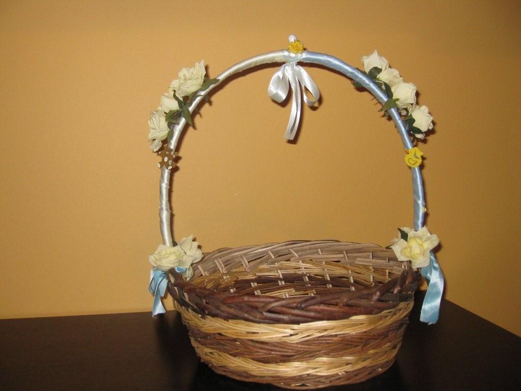 cesto decorato con fiori