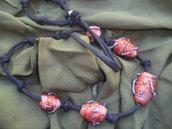 collana creata con carta riciclata,perline,filo seta einfilata in una fettuccia nera