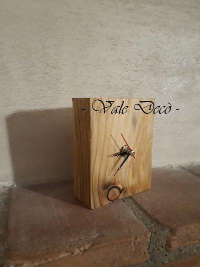Orologio da tavolo in legno