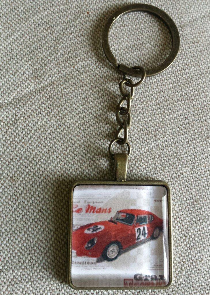 Portachiavi cabochon vetro quadrato con disegno auto rossa