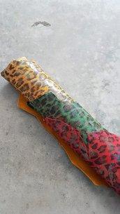Pack di due pelli laminate iridiscenti con effetto animalier A272