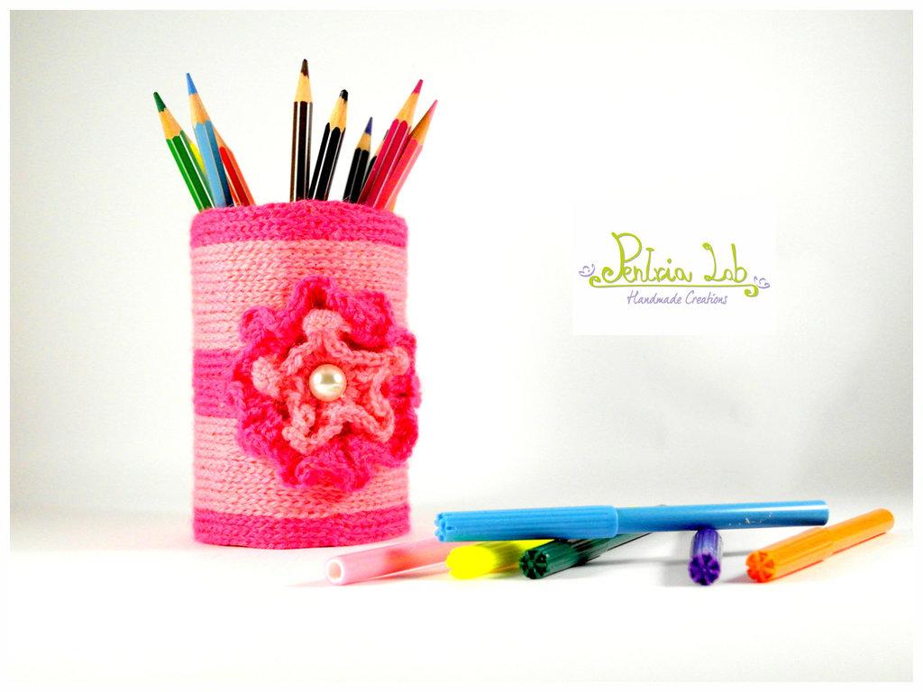 Porta matite, penne, pennelli, uncinetti, oggetto di riciclo creativo