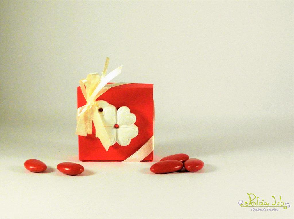 Scatolina porta confetti Laurea con gessetto a forma di quadrifoglio