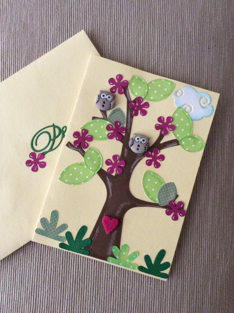 Biglietto compleanno con albero e gufetti