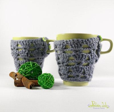 copri tazza traforato ad uncinetto colore turchese con bottoni verde, tazza color verde