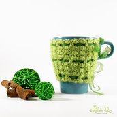 copri tazza ad uncinetto colore verde con nastrino organza color verde , tazza color turchese