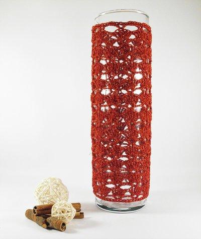 vaso vetro con copri vaso fatto ad uncinetto con filato lurex rosso