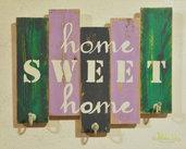 Appendiabiti in legno di recupero con scritta HOME SWEET HOME