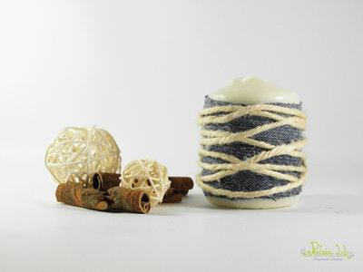 Candela decorata con jeans e corda di canapa, riciclo creativo