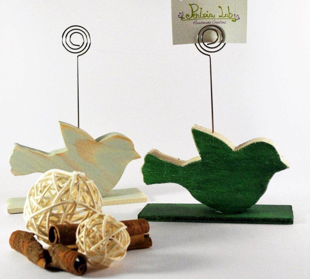 Porta-memo, portafoto a forma uccellino verde primavera e verde-grigio, in legno di recupero - riciclo creativo
