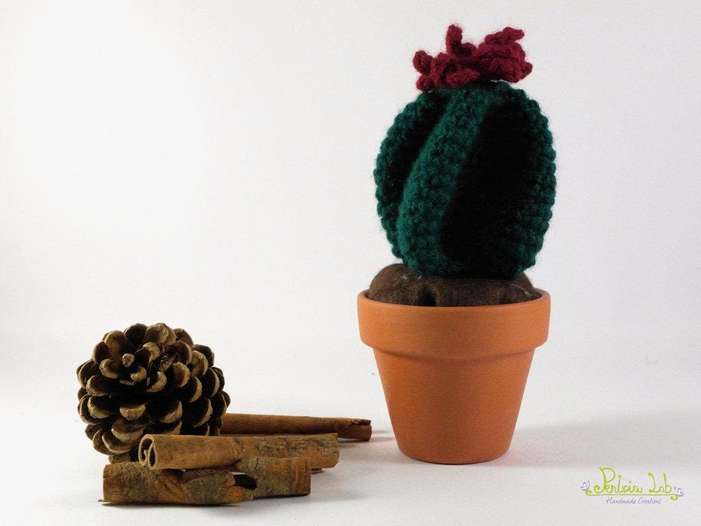 Pianta grassa con fiore bordeaux e vaso in terracotta da 7 cm - uncinetto - amigurumi - oggetto decorativo