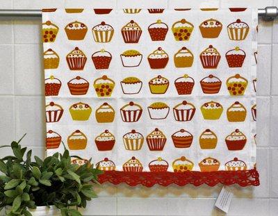 Asciugapiatti in tessuto 100% cotone, fantasia cupcake, tonalità rosso, con merletto ad uncinetto fatto a mano.