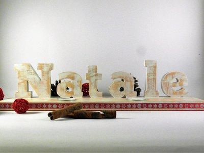 Scritta Natale, fatta a mano in legno di recupero, applicata su base di legno con fori per porta tealight