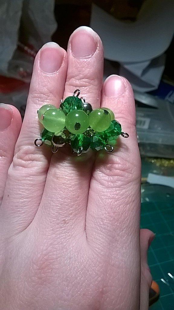 Anello a grappolo Verde. Giada, vetro e acciaio