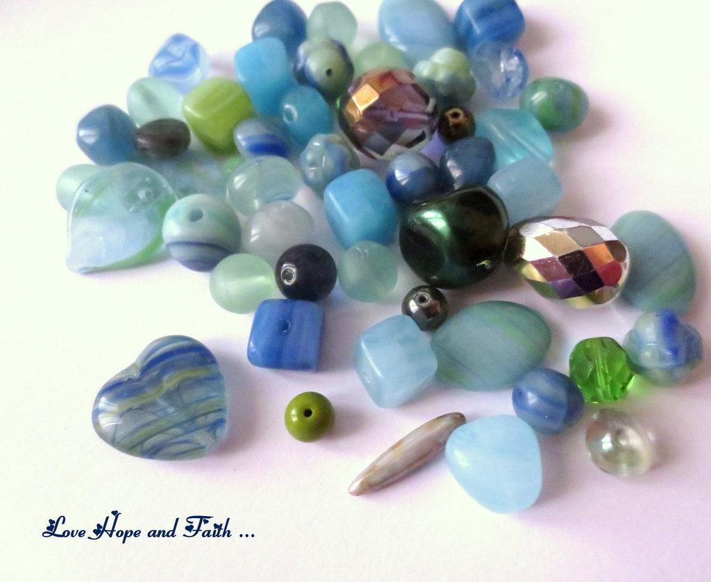 """LOTTO 50 gr perle in vetro di Bohemia """"Water Empire"""" (cod.PRECIOSA)"""