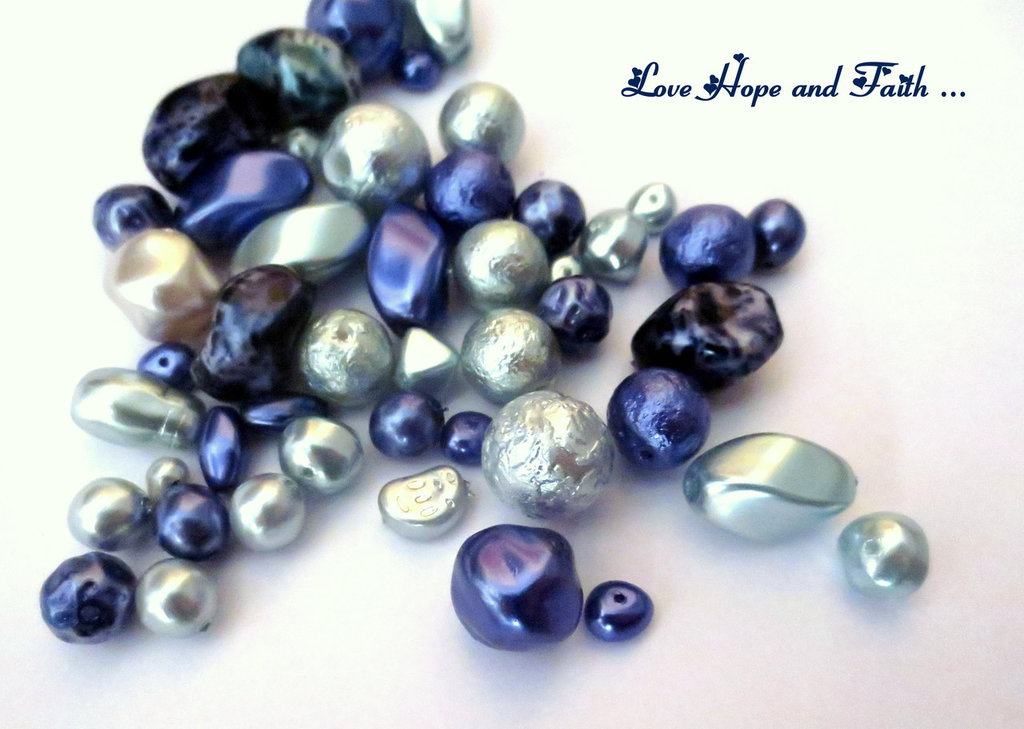 """LOTTO 50 gr perle in vetro di Bohemia """"Madreperla Blu"""" (cod.PRECIOSA)"""