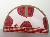 Porta-piada handmade con cuori e fiocchi ricamato a mano