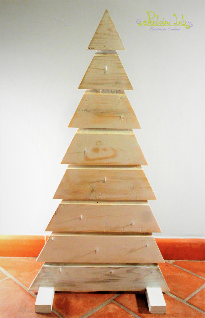 Albero in legno di recupero, altezza 80 cm.