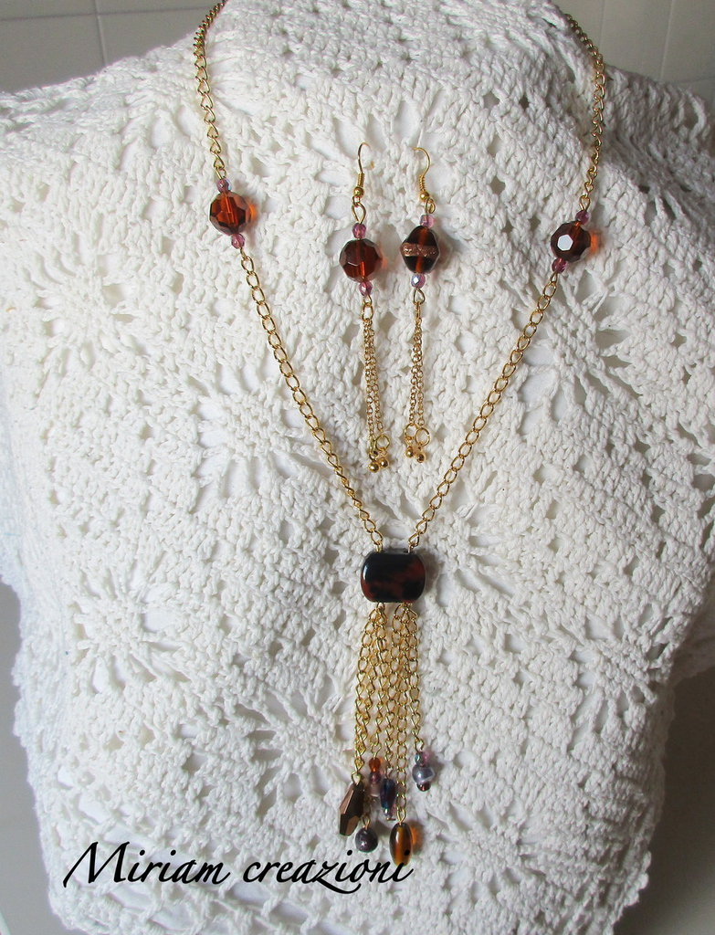 Parure: collna e orecchini con catena dorata