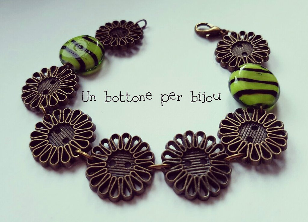Bracciale con bottoni d'epoca anni '20 a forma di fiore