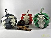Pallina in tessuto e carta, effetto pigna, patchwork, riciclo creativo