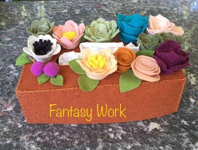 Box per scatola di fazzoletti di carta, decorata con fiori e piante grasse di feltro